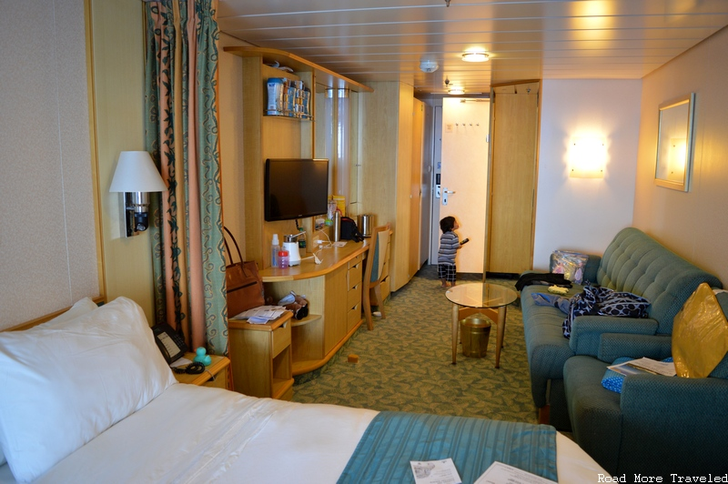 Royal Caribbean Liberty of the Seas - stateroom living room